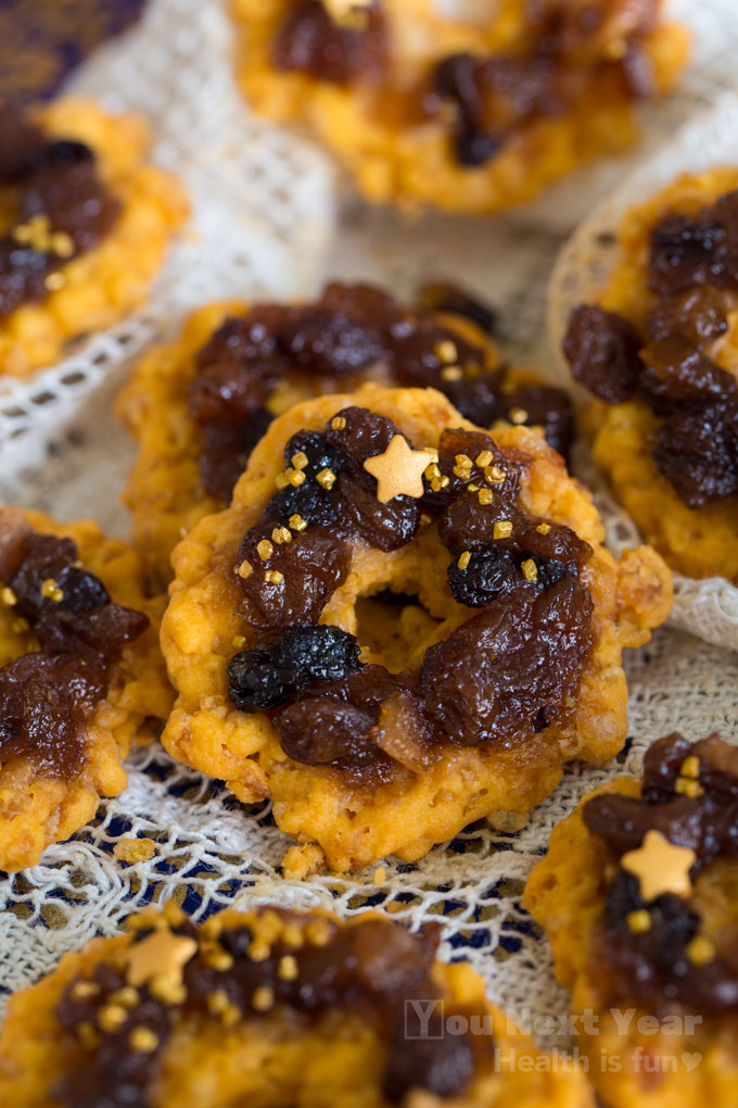 Crispy savoury cheese wreath cookie topped with mincemeat and a gold star cheese bites paired with mincemeat on a hand-made lace table cloth